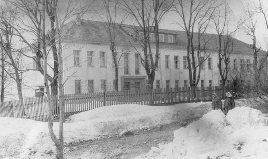 Nauji mokyklos pastato pamatai buvo pakloti 1939 metais.