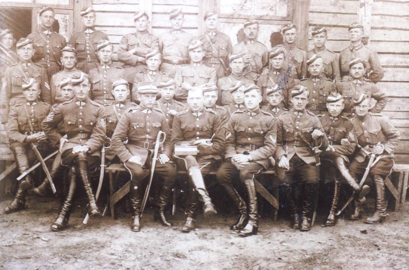 S.Čepeliauskas (sėdi pirmas kairėje).