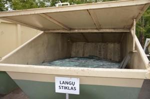 Langų stiklas surenkamas stambiųjų ir kitų atliekų surinkimo aikštelėse.