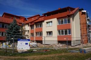 Baigiamas renovuoti 1983 metais statytas 21 buto gyvenamasis namas S.Dariaus ir S.Girėno g. Nr. 4.