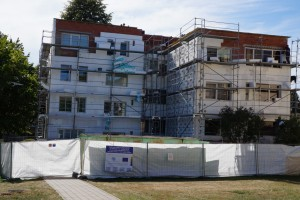 20 cm storio putplasčiu  šiltinamas S.Dariaus ir S.Girėno gatvės 25 namo fasadas.