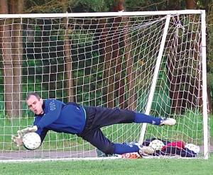 Artūras Petraška laisvalaikiu žaidžia futbolą (vartininko pozicijoje).