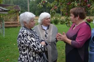 Susitiko trijų seserų trys dukros: o gal papasakoti apie susitikimą tiems, kurie negalėjo atvykti?