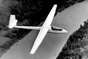 """B. Karvelio  baltasparnė BK-7 """"Lietuva"""", ištobulinta iki LAK-12 """"Lietuva"""", populiari ne tik tarp Lietuvos, bet ir daugelio užsienio šalių sklandytojų."""