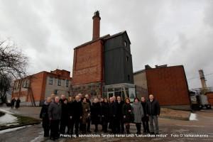 Tarybos narių ekskursijai po gamyklą ir muziejų vadovavo direktorius Egidijus Valiukevičius.