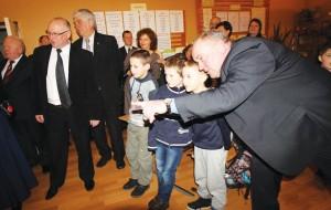 Stakliškių mokinukai noriai bendravo su svečiais.