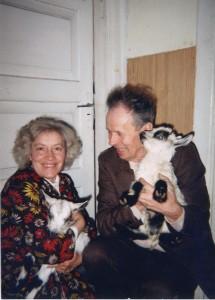 Su vyru, pernai atgulusiu amžino poilsio, labai mėgo savo augintinius ožiukus.