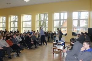 """Birštono gimnazijos mokiniams pristatyti Prienų-Birštono """"Vytauto"""" krepšinio komandos žaidėjai, krepšinio klubo istorija, mokiniai uždavinėjo klausimus sportininkams, dalyvavo viktorinoje."""