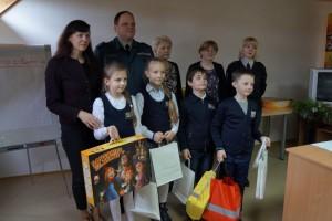 """Konkurso """"Šviesoforas"""" rajoninio etapo nugalėtoja """"Ąžuolo"""" progimnazijos komanda."""