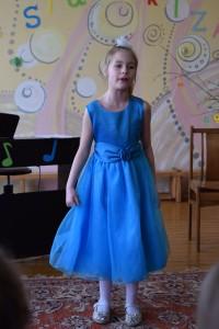 Dainuoja Urtė Švenčionytė