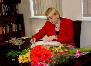 R. Budbergytė J. Marcikevičiaus bibliotekoje. Foto O. Valkauskienės  (10) (Large)